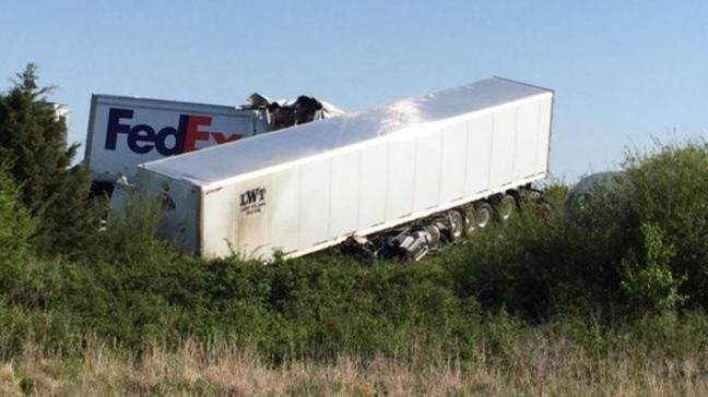 3 deaths reported in head-on crash on Arkansas interstate